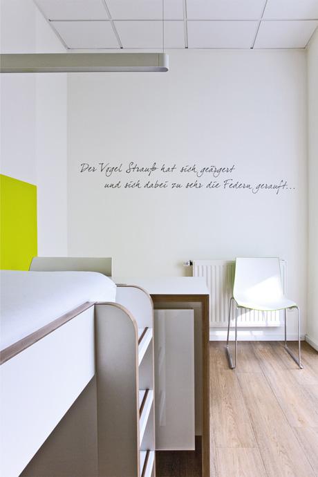 07_KinderarztPraxisJuelichTypografie_im_Raum
